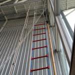 Escalera y cuerdas